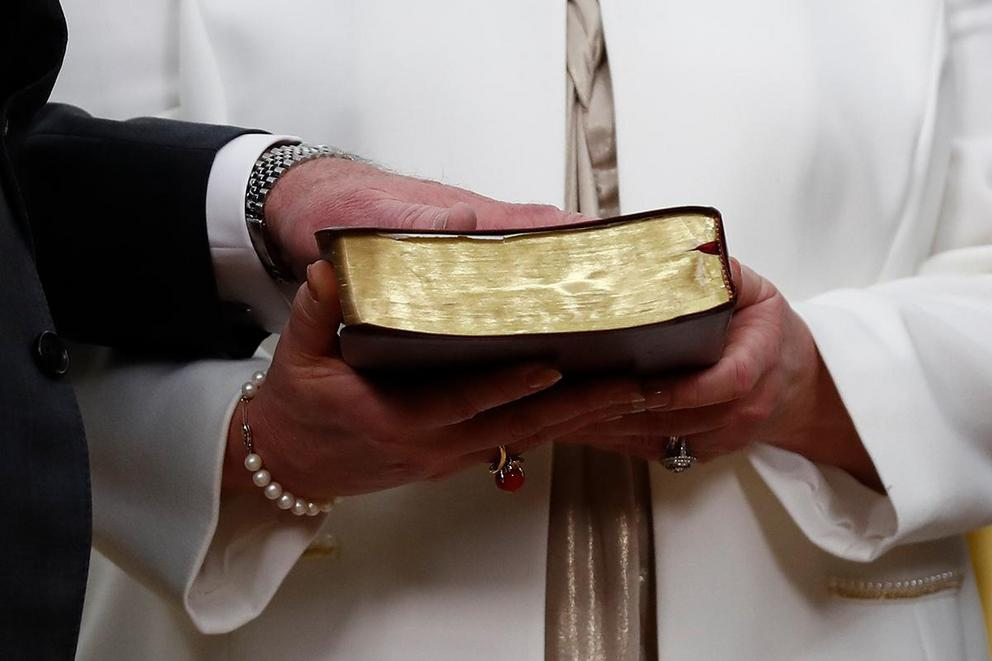 Should politicians be allowed to swear on the Bible?