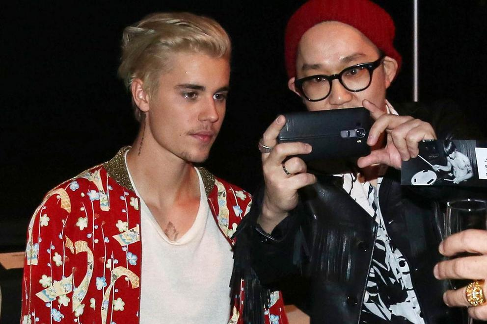 Justin Bieber won't take anymore photos with fans. Should Beliebers give him space?