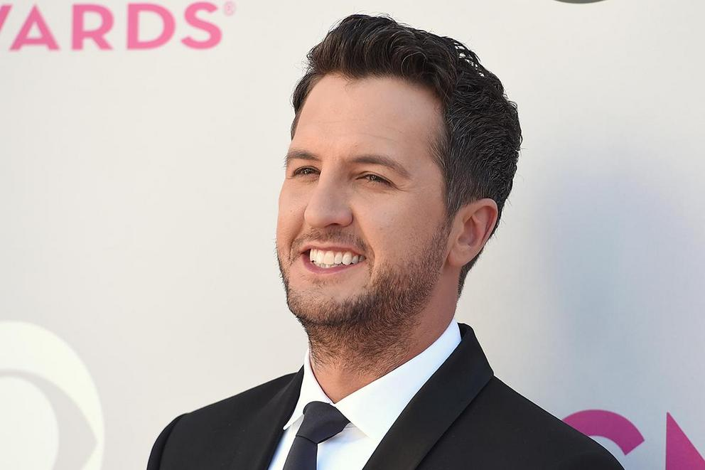 Luke Bryan's best album: 'Tailgates & Tanlines' or 'Crash My Party'?