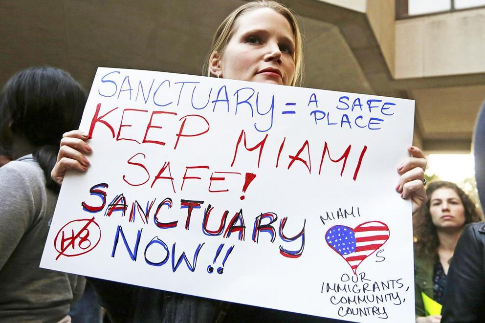 Should sanctuary cities lose federal funding?