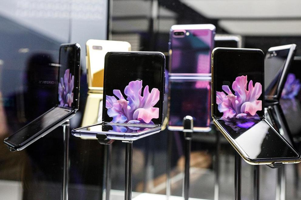 Are flip smartphones the next big thing?