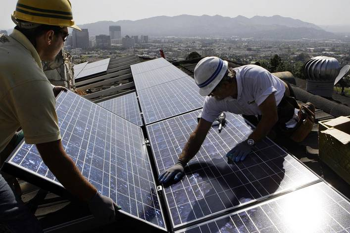 Should solar power be mandatory for new homes?