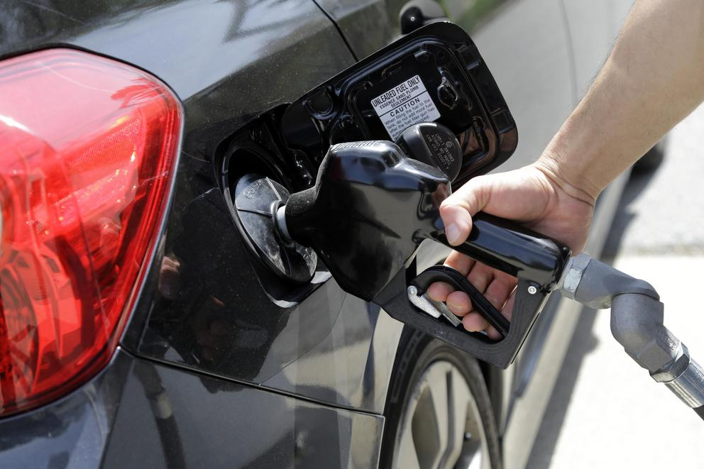 Should Oregonians be allowed to pump their own gas?