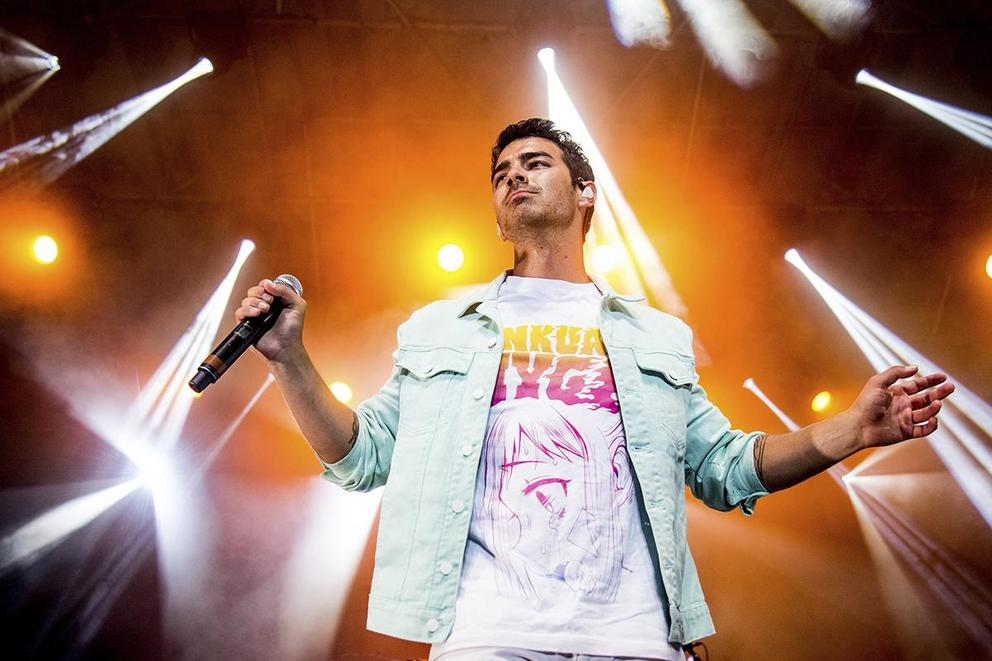 Favorite Joe Jonas group: The Jonas Brothers or DNCE?