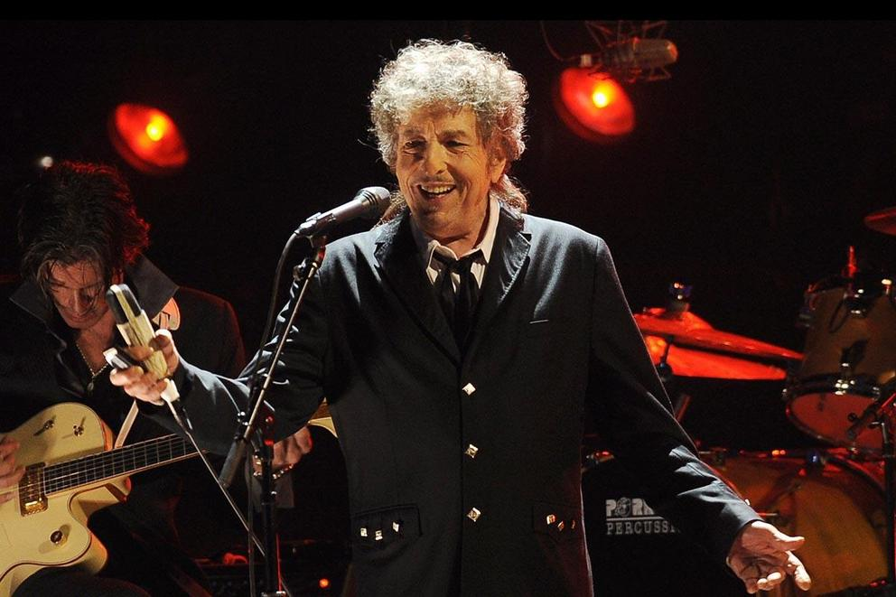 Does Bob Dylan deserve the Nobel Prize in Literature?