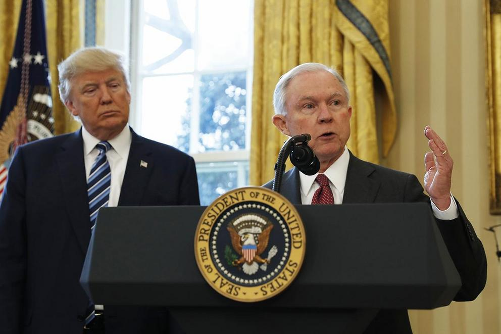 Should Jeff Sessions recuse himself from investigating Trump's ties to Russia?