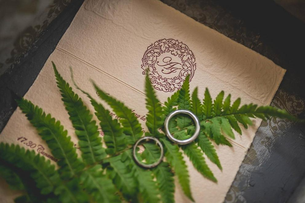 Are online wedding invitations tacky?