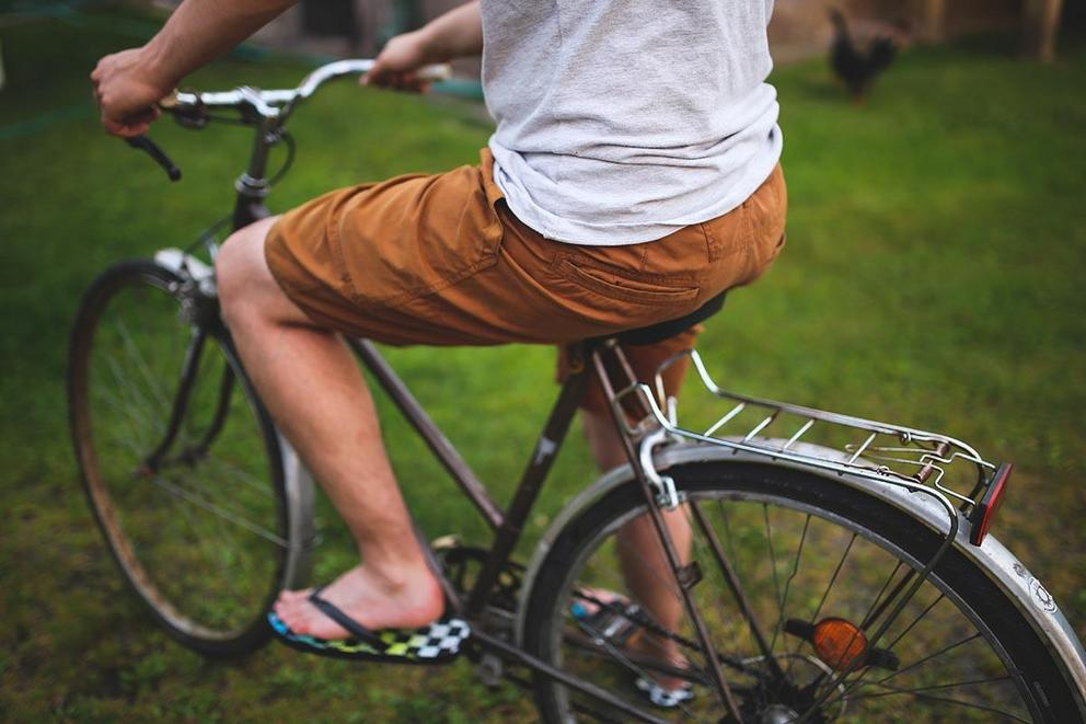 Should men be allowed to wear shorts at work?