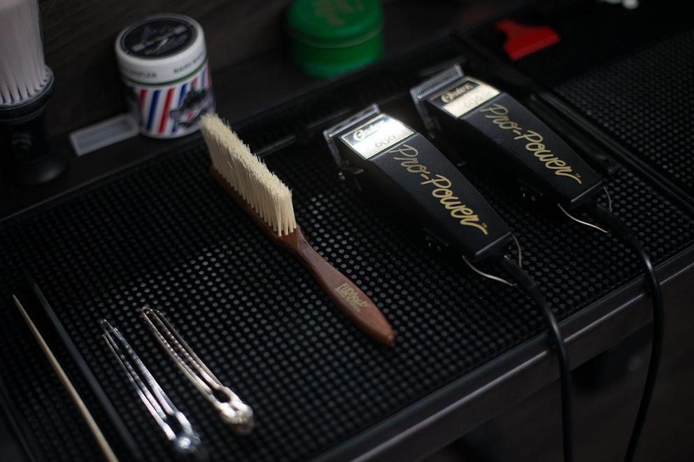 How do you buy razors: via subscription or an as-needed basis?
