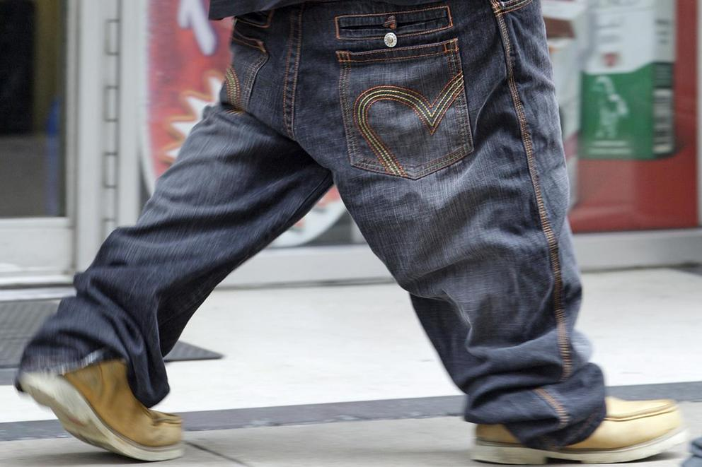 Should saggy pants be banned?