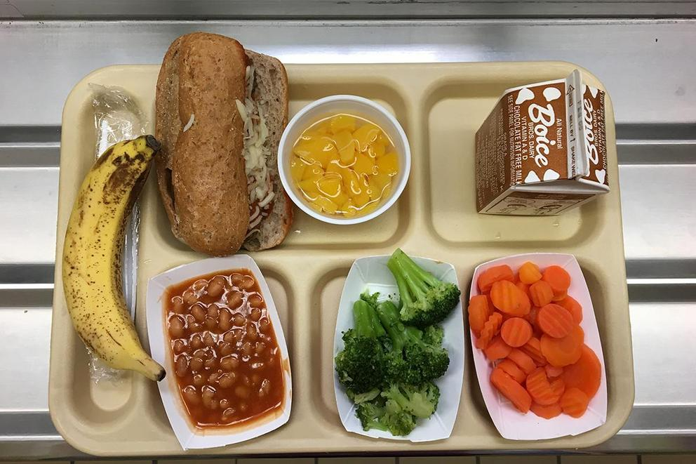 Should schools provide students with free lunches?