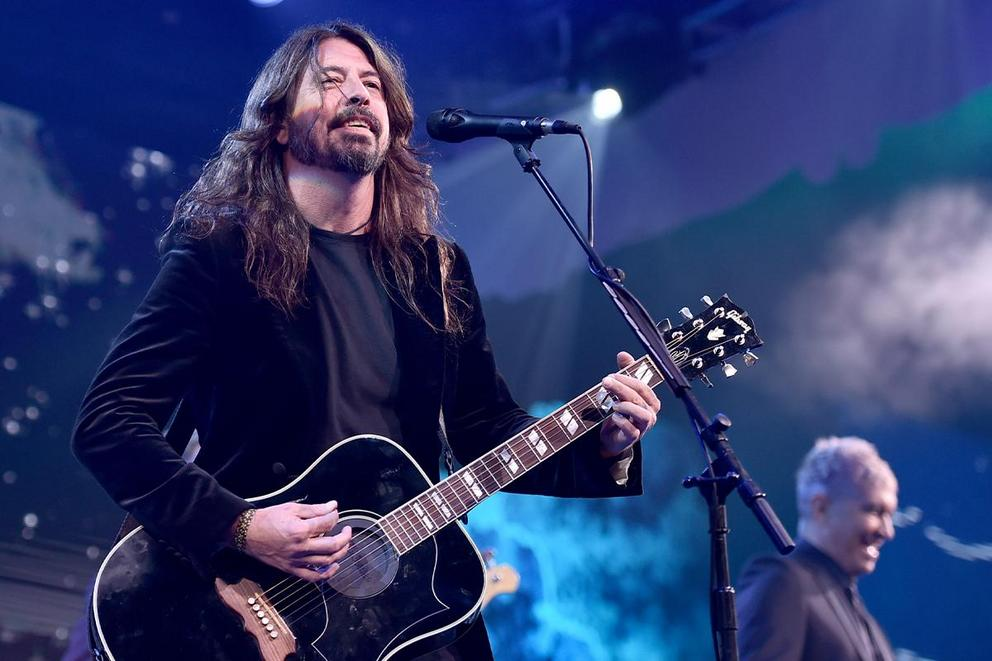 Which is your favorite Dave Grohl band: Nirvana or Foo Fighters?