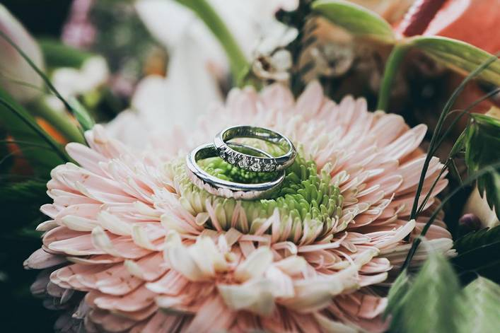 Is it okay to get engaged at someone else's wedding?