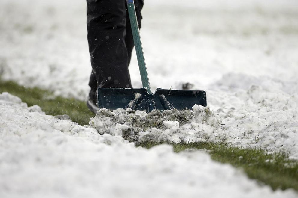 Should the Super Bowl be played outdoors in cold weather?